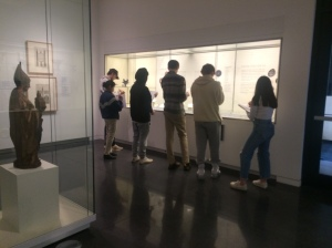 students at a gallery